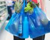 Ecotaxa pentru pungi din plastic, majorată la 15 bani bucata