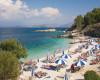 Grecia redeschide plajele private