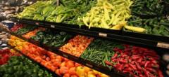 Țigările și berea mai vândute ca fructele și legumele în hipermarketuri