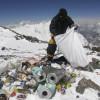 Tone de deşeuri pe Everest
