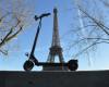 Parisul interzice staţionarea trotinetelor pe trotuare