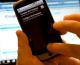 Ce mai face românul de coronavirus: vorbește la telefon și stă pe net